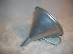 Fém - alumínium - retro - kicsi tölcsér - 9 x 8 cm - hibátlan