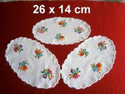 3 db kézzel hímzett Kalocsai mintás terítő 26 x 14 cm