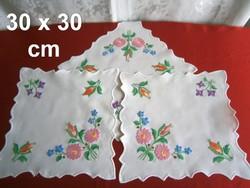 3 db kézzel hímzett Kalocsai mintás terítő 30 x 30 cm