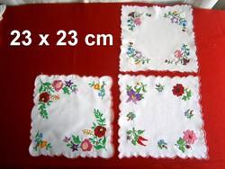 3 db kézzel hímzett Kalocsai mintás terítő 23 x 23 cm