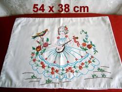 Kézzel hímzett díszpárna huzat, párnahuzat lantos lánnyal 54 x 38 cm