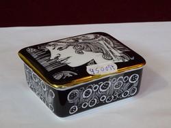 Hollóházi porcelán ékszertartó Szász Endre rajzaival, 21 karátos arannyal bevont.