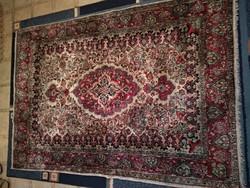 Kézi csomózású mintás antik szőnyeg, gyapjú vagy selyem perzsaszőnyeg