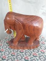 Faragott fa elefánt