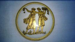Antik porcelán kép-dísztárgy-fedél rézszegéllyel,arany fes.antik jelenettel átm.84 mm