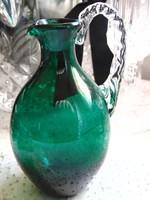 Smaragdzöld üveg kancsóka