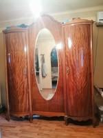 Neobarokk tükrös szekrény