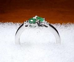Limitált darabszámú ékszer 925-ös ezüst gyűrű 0,560 karátos Smaragd és Fehér Topáz drágakővel