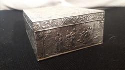 Domborműves ezüstözött doboz