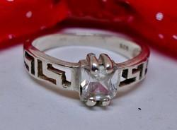 Szépséges ezüst gyűrű szép kővel