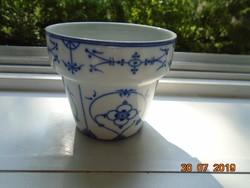 A Meisseni kék hagyma minta egy változatával Újszerű