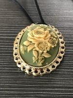 Csodás régi rózsás medál