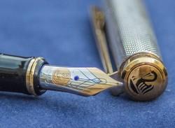 Ezüstözött Pelikan töltőtoll arany heggyel
