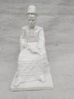 Matyó férfit ábrázoló, kukorica fosztó kerámia szobor. 1920-30.