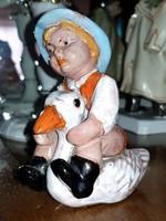 S.Kepes Ágnes szobor libán ülő gyermek