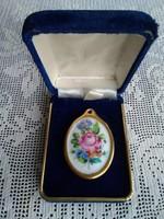 Herendi rózsás porcelán medál, kék bársony ékszertartó dobozában!