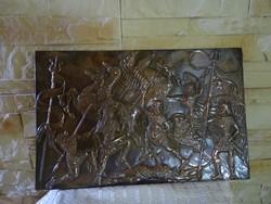 Ókori csatajelenetet ábrázoló bronz falikép