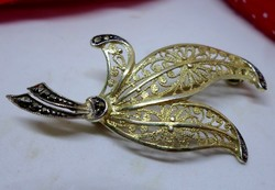Csodás antik ezüst filigrán markazitköves bross