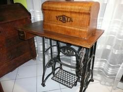 Ritka, működőképes, nagyon szép antik kb. 100 éves VESTA varrógép lakás dísznek