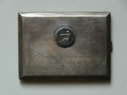 """Jelzett, 800-as ezüst cigarettatárca, """"Budapest székesfőváros tiszteletdíja 1930. V. 25."""" felirattal"""
