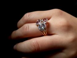 Gyémánt-drágakövek 585/14kr.arany gyűrű.Gyönyörű