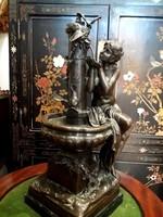 Hölgy a szökőkútnál, madarakkal - monumentális műalkotás