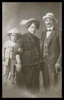 Családi fotó az 1900-as év első feléből