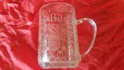 Antik, dúsan gravírozott emlék pohár  eladó!Üveg pohár szögletes talpú eladó!1908
