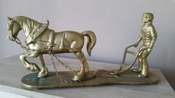 Gyönyörű, életképet ábrázoló réz szobor eladó!Földműves lovával, ekéző ember