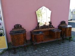 Barokk fesulkodo asztal