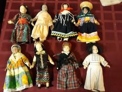 Gyűjtemény porcelán babák népviseletben