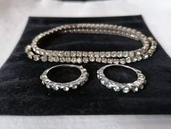 Köves karkötő és egy pár gyűrű
