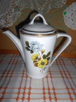 Sárga- kék virágos, aranyszélű Hollóháza porcelán KIÖNTŐ
