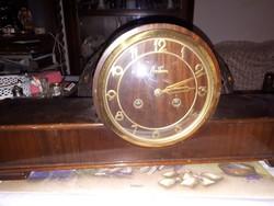 Kandalló óra működik