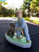 Zsolnay  játszadozó kisfiú, Sinkó András szobor