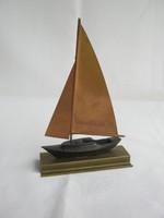 Réz vitorlás hajó