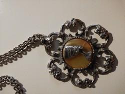 Vintage nyaklánc medállal, Nofretete fejjel, köves hárréren leârazva