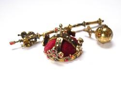 A Cseh koronázási ékszerek aranyozott ezüst miniatűrjei.
