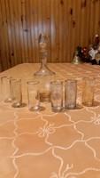 Likőrös készlet eladó! Irizáló, aranyszélű 6 db pohár, szép kecses likőrös üveg eladó!