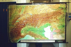 Hatalmas földrajzi térkép falitérkép iskolai szemléltető ALPOK térkép poszter retró dekoráció