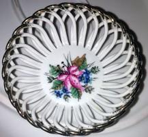 Áttört aranyozott szélű porcelán  kis kosárka