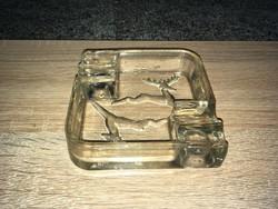 Régi retro üveg hamutartóRégi retro üveg hamutartó a képeken látható állapotban.Mérete: 11x11 cmKé