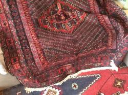 Régi házamból eladó Észak-Iráni többféle technikával készült kézicsomózású kilim szőnyeg