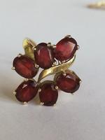 14 karátos arany gyűrű almandin kövekkel