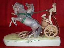 Royal Dux római lovat hajtó figura