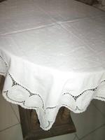 Gyönyörű fehér könnyű filigrán madeira terítő