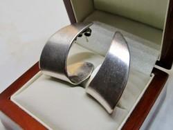 Szépséges modern ezüst fülbevaló