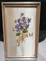 Vintage selyemre hímzett ibolyacsokor fa keretben