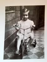 Régi gyerekfotó kislány bicikli vintage fénykép 2 db
