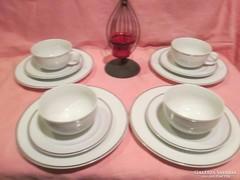 4 db Henneberg fehér ezüstözött szélű reggeliző szett A031